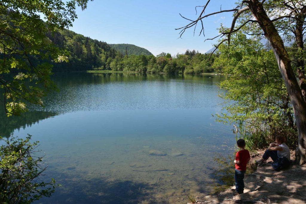 So schön idyllisch: Der kleine Montiggler See an der Südtiroler Weinstrasse